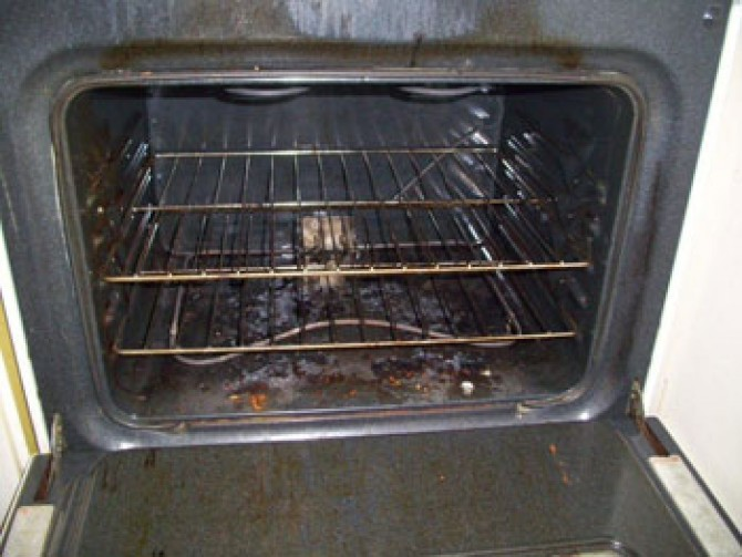 Residential Cleaning – Oven -Before